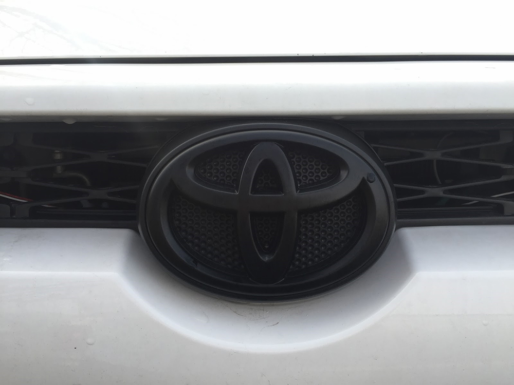 4Runner Blackout Emblems Vs. Plasti-dip