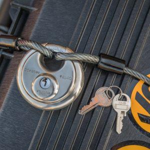 """Brinks 1/4"""" x 6' Cable & Master Lock Key Discus Padlock"""