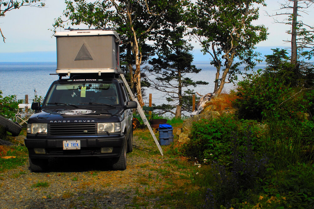 Thule Racks and Accessories Install: Autohome Maggiolina Roof-Top Tent Mounted to Thule Load Bars