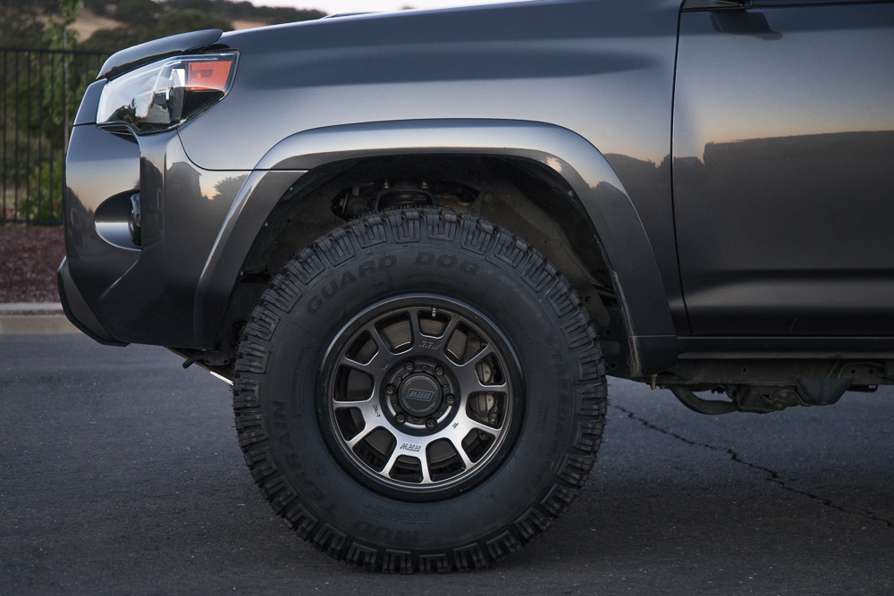 Relations Race Wheels (RR5-S) Gunmetal on MGM 4Runner