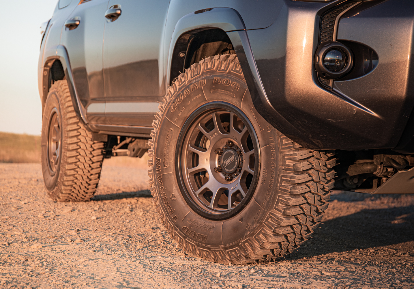 Gunmetal RR5-S Wheels on MGM 4Runner