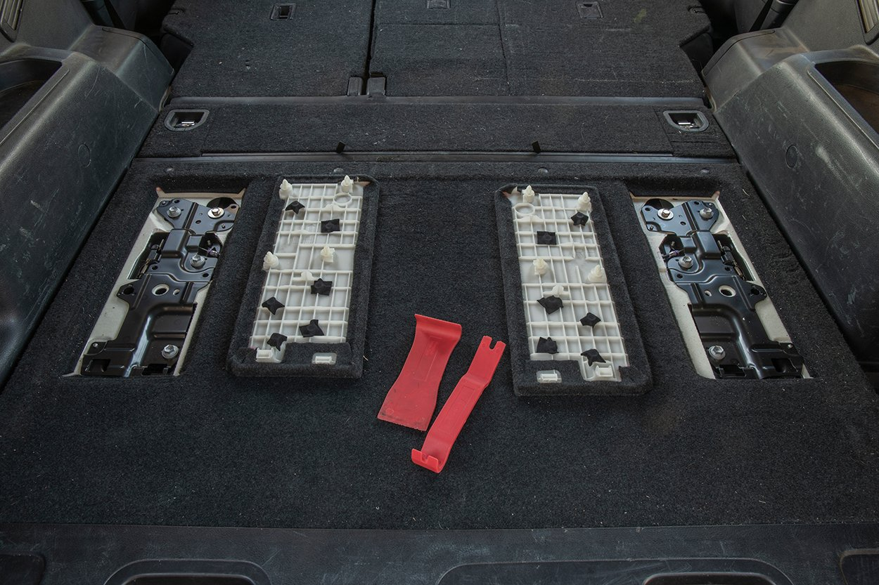 Set rear cargo tray bolt covers to the side