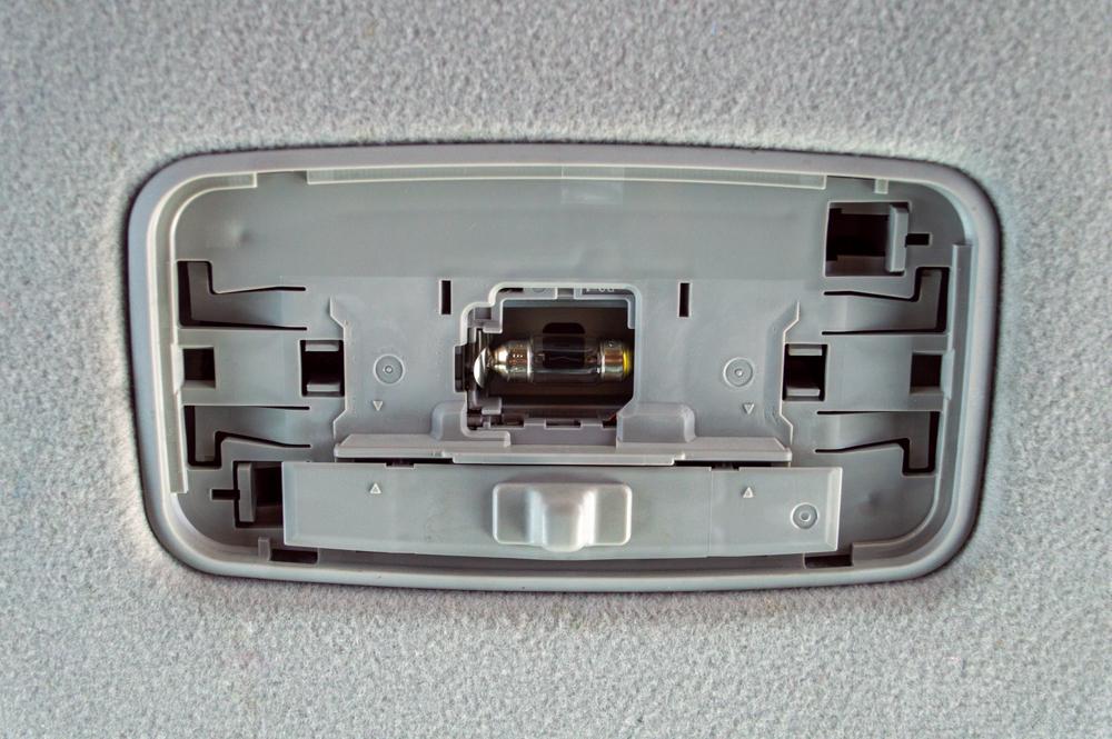 5th Gen 4Runner Dome Light Bulb Removal