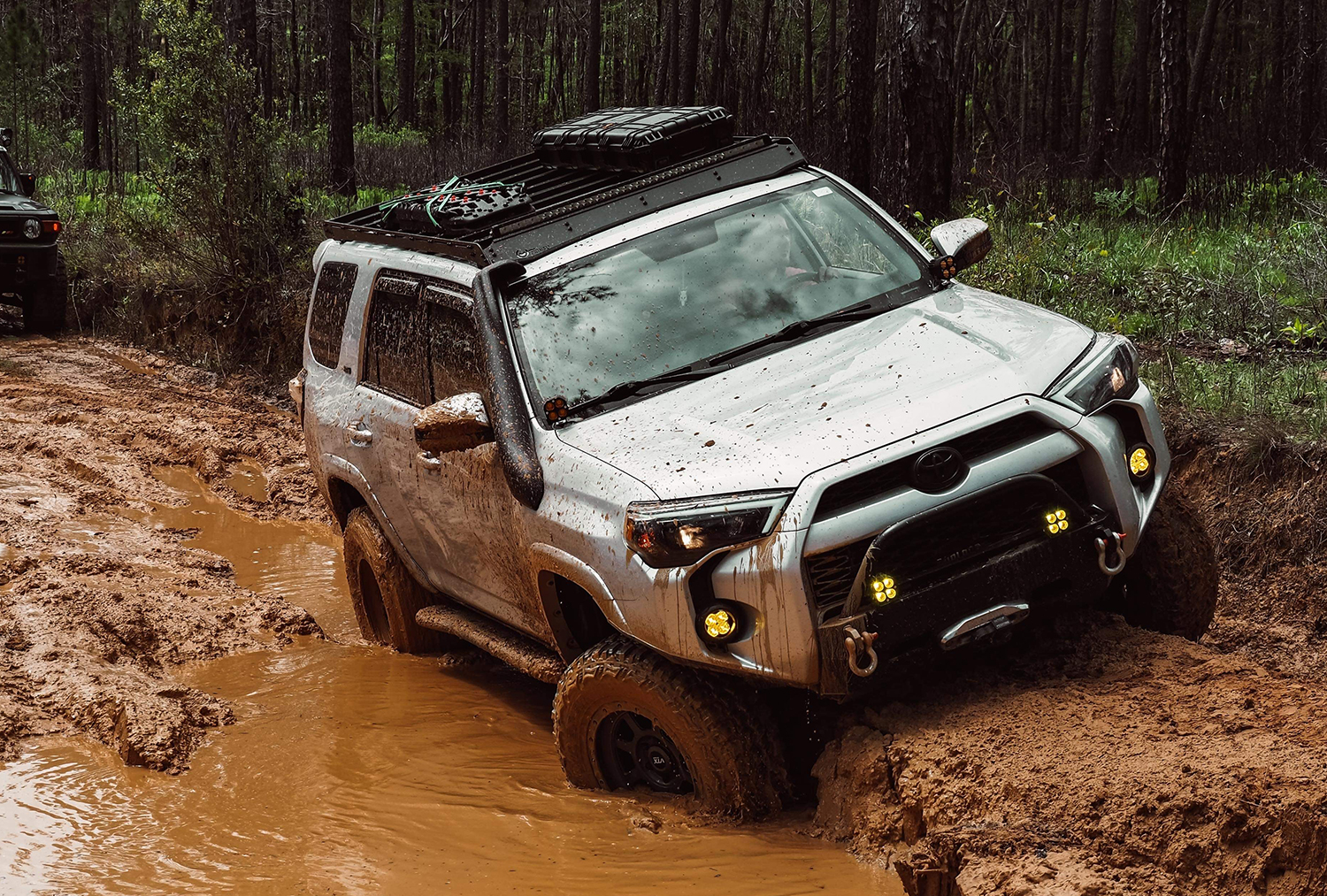 Prinsu Roof Rack on 4Runner with Storage Box and Maxtrax